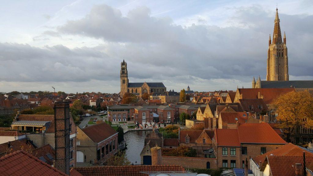 Aussicht auf Brügge vom Dach der Brauerei De halve Maan